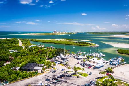 Uitzicht van Ponce Inlet en New Smyrna Beach van Ponce de Leon Inlet Lighthouse, Florida.