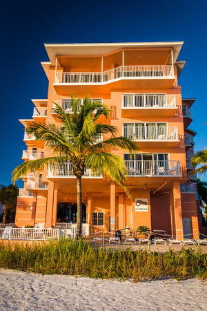 myers: Hotel and palm trees on the beach in Fort Myers Beach, Florida. Editorial