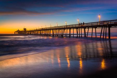 De vissteiger gezien na zonsondergang, in Imperial Beach, Californië. Stockfoto
