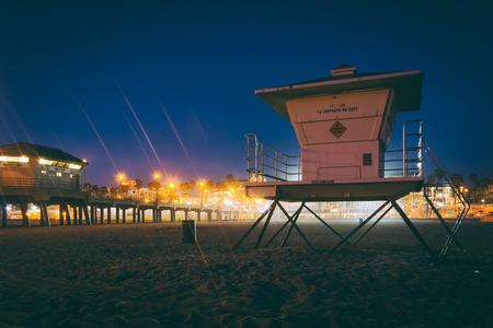 huntington beach: Lifeguard tower at night, in Huntington Beach, California.