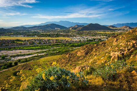 Evening view of distant mountains and valleys from Mount Rubidoux Park, in Riverside, California. Reklamní fotografie
