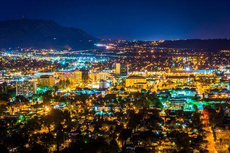 Night view of the city of Riverside, from Mount Rubidoux Park, in Riverside, California. Reklamní fotografie