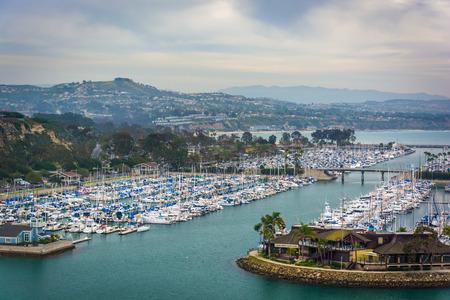 港とマリーナ デイナ ポイント, カリフォルニア州でケン ・ サンプソン見落とす公園からの眺め。