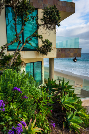 oceanfront: Modern oceanfront home in Laguna Beach, California. Editorial