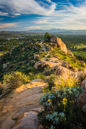 Trail along the ridge and views at Mount Rubidoux Park, in Riverside, California. Stok Fotoğraf