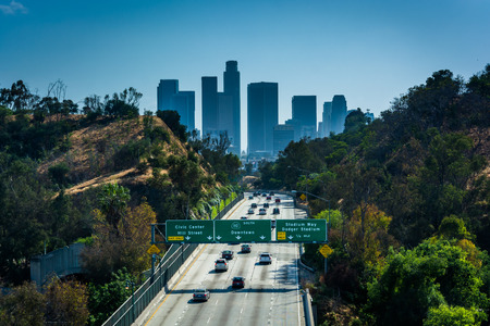 los angeles county: View of the 110 Freeway and Los Angeles Skyline from the Park Row Drive Bridge, in Los Angeles, California.