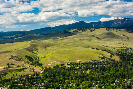 Hills outside of Missoula, seen from Mount Sentinel, in Missoula, Montana. Foto de archivo