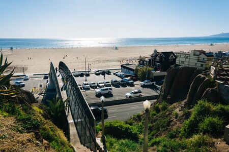 monica: View of Pacific Coast Highway and the Pacific Ocean from Palisades Park, in Santa Monica, California.
