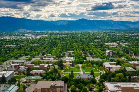 View of University of Montana from Mount Sentinel, in Missoula, Montana. Foto de archivo