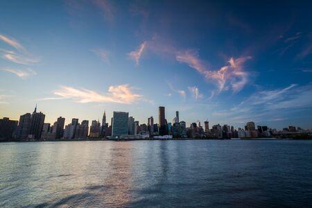 long island: The Manhattan skyline at sunset, seen from Long Island City, Queens, New York. Stock Photo