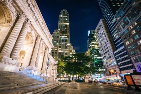 midtown manhattan: The New York Public Library and skyscrapers at night, in Midtown Manhattan, New York.