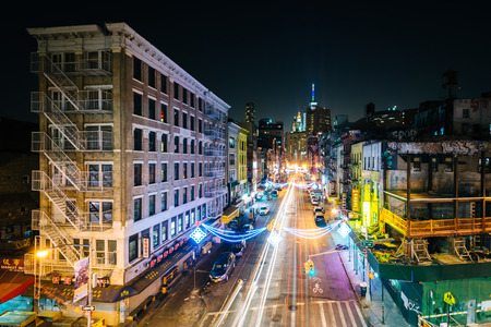View of East Broadway at night, in the Lower East Side, in Manhattan, New York. Stock fotó - 44977758