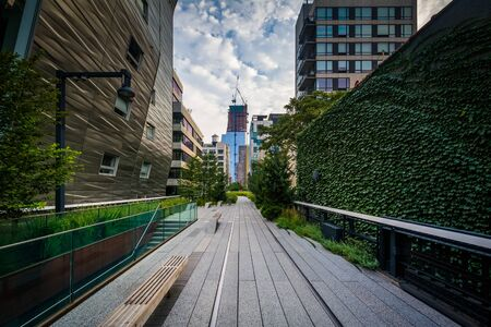 chelsea: Buildings and walkway on The High Line, in Chelsea, Manhattan, New York.
