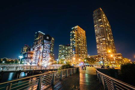 long exposure: Walkway and Long Island City at night, seen from Gantry Plaza State Park, Queens, New York. Stock Photo