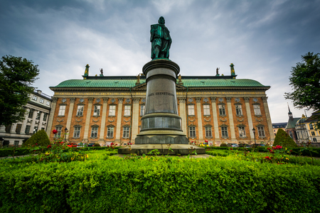 nobility: Statue of Axel Oxenstierna and Riddarhuset, the House of Nobility, in Galma Stan, Stockholm, Sweden. Editorial