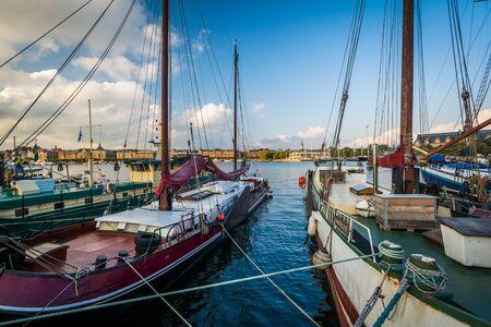 Boats docked at Skeppsholmen, in Norrmalm, Stockholm, Sweden. Stock Photo