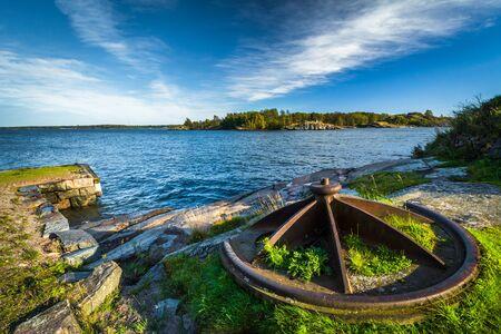 Rocky coast on Suomenlinna, in Helsinki, Finland. Фото со стока