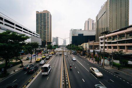 thanon: View of traffic on Thanon Si Ayutthaya, in Bangkok, Thailand. Editorial