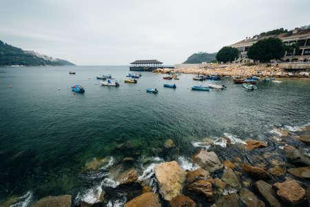 stanley: Rocky coast and boats at Stanley, on Hong Kong Island, Hong Kong. Stock Photo
