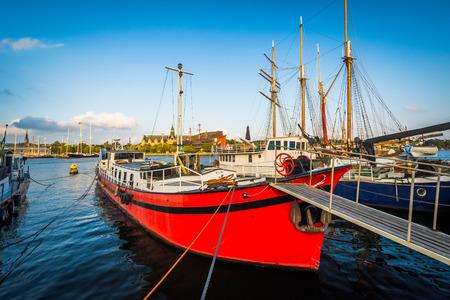norrmalm: Boats docked at Skeppsholmen, in Norrmalm, Stockholm, Sweden. Stock Photo