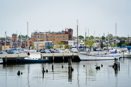 fells: Boats and buildings on the waterfront in Fells Point, Baltimore, Maryland.