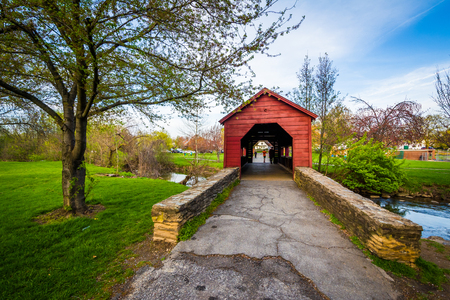 covered bridge: Covered bridge at Baker Park, in Frederick, Maryland.
