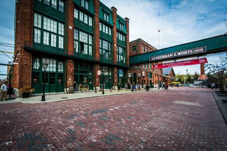 Buildings in the Distillery Historic District, In Toronto, Ontario. 免版税图像 - 56928440