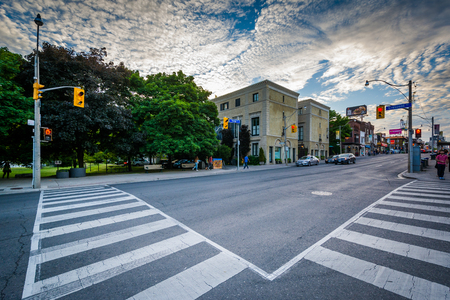 The intersection of Crescent Road and Yonge Street, in Midtown, Toronto, Ontario. Redakční