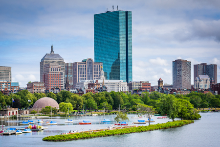 back bay: View of the Charles River and Back Bay from the Longfellow Bridge, in Boston, Massachusetts.