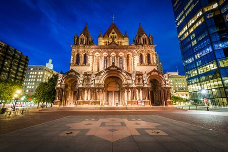 back bay: Trinity Church at night, at Copley Square, in Back Bay, Boston, Massachusetts.