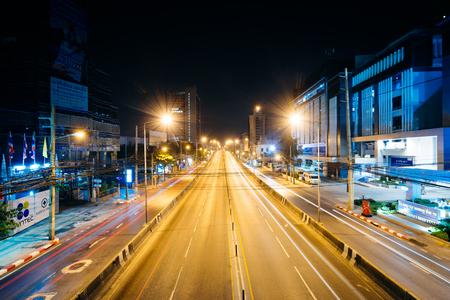 thanon: Thanon Si Ayutthaya at night, in Bangkok, Thailand. Editorial
