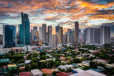 View of the skyline of Makati at sunset, in Metro Manila, The Philippines. 免版税图像