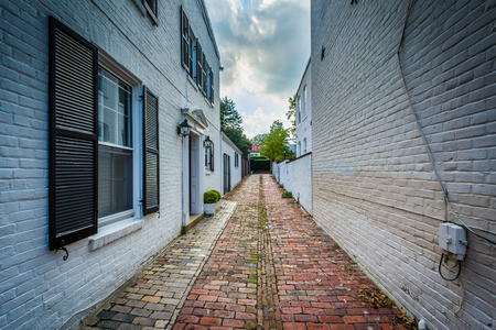 alexandria: Old brick alley in the Old Town of Alexandria, Virginia. Stock Photo