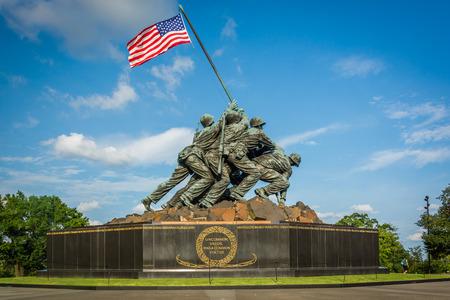 アーリントン、バージニア州の米国の海兵隊戦争記念碑。 報道画像