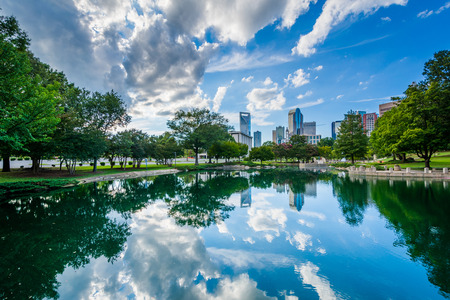charlotte: The skyline of Uptown Charlotte, and lake at Marshall Park, in Uptown Charlotte, North Carolina. Stock Photo