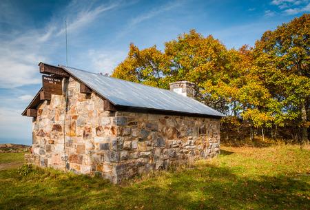 appalachian: Byrds Nest Shelter atop Hawksbill Summit, along the Appalachian Trail in Shenandoah National Park, Virginia. Stock Photo