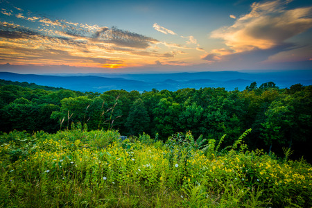 Sonnenuntergang über dem Shenandoah Valley, gesehen von Skyline Drive in Shenandoah Nationalpark, Virginia.