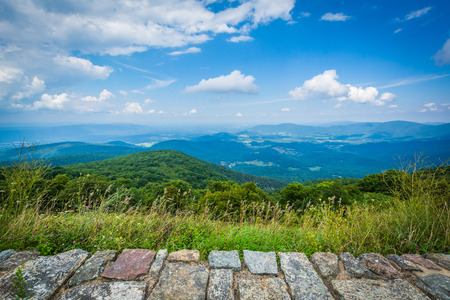 scenic drive: View of the Shenandoah Valley and Blue Ridge Mountains from Skyline Drive, in Shenandoah National Park, Virginia.