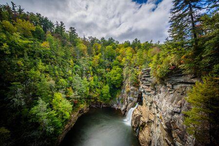 Ansicht von Linville Falls, entlang der Blue Ridge Parkway in North Carolina.