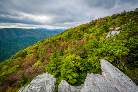 Early autumn view of the Blue Ridge Mountains from Hawksbill Mountain, on the rim of Linville Gorge, in Pisgah National Forest, North Carolina.