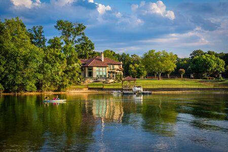 Casa sulla riva del lago Norman, a Cornelius, nella Carolina del Nord.