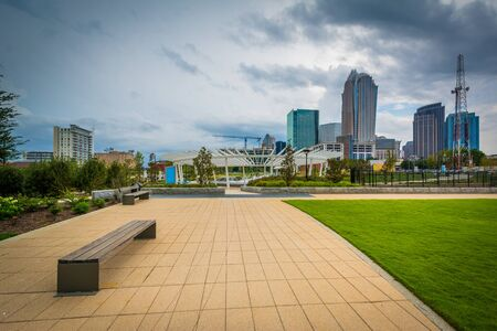 charlotte: Bench at First Ward Park, in Uptown Charlotte, North Carolina. Stock Photo