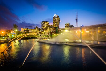charlotte: Fountains and the Charlotte skyline at First Ward Park at night, in Uptown Charlotte, North Carolina. Stock Photo