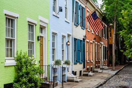 파나마 스트리트 필터 광장, 필라델피아, 펜실베니아 근처 다채로운 행 주택. 스톡 콘텐츠