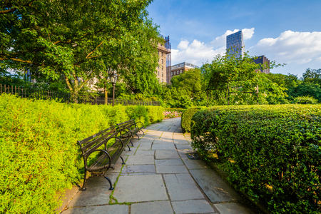 Walkway at the Conservatory Garden, in Central Park, Manhattan, New York City. 版權商用圖片