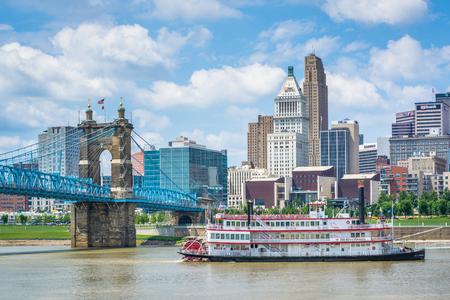 Riverboat and the Cincinnati skyline, from Newport, Kentucky