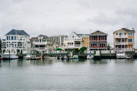 Houses along Gardners Basis in Atlantic City, New Jersey. Редакционное