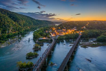 Uitzicht op Harpers Ferry, West Virginia bij zonsondergang vanaf Maryland Heights Stockfoto