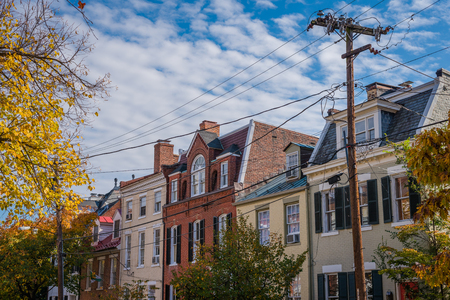 Fall color and row houses in Old Town, Alexandria, Virginia Stok Fotoğraf