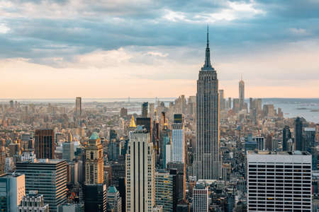 View of the Empire State Building and Midtown Manhattan skyline in New York City Imagens